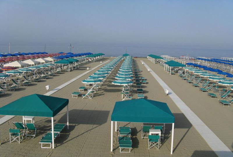 Benvenuti in versilia spiaggia attrezzata a marina di - Bagno adua marina di pietrasanta ...